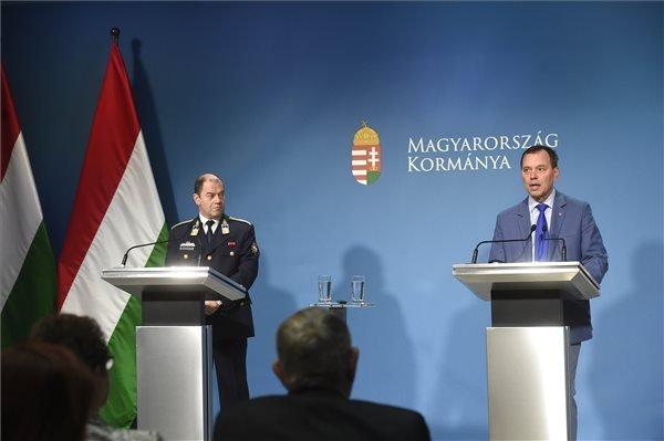 A magyar kormány lemondja a március 15-re tervezett központi ünnepséget