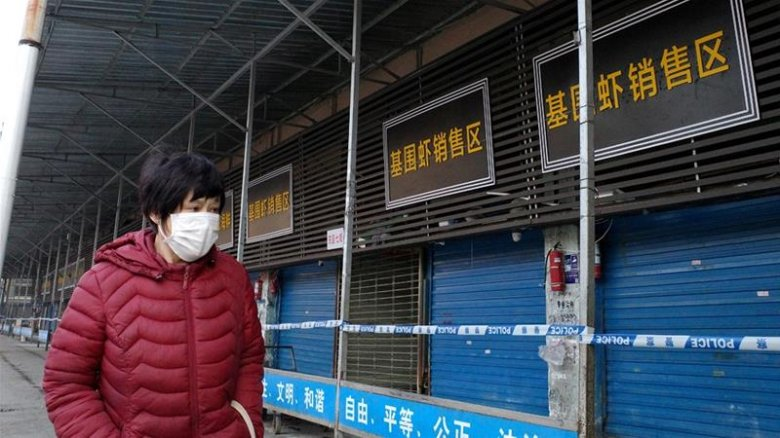 Megérkeztek Kínába és karanténba vonultak a vírus eredetét kutató nemzetközi szakértők