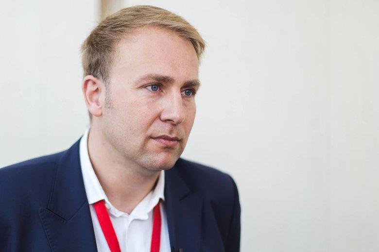 A koronavírus-járvány kellős közepén mondott le tisztségéről az egészségügyi miniszter