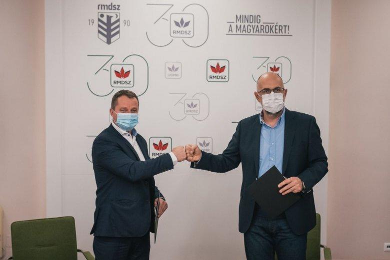 Írásba adott összefogás: aláírta az RMDSZ és az EMSZ a parlamenti választásokról szóló megállapodást