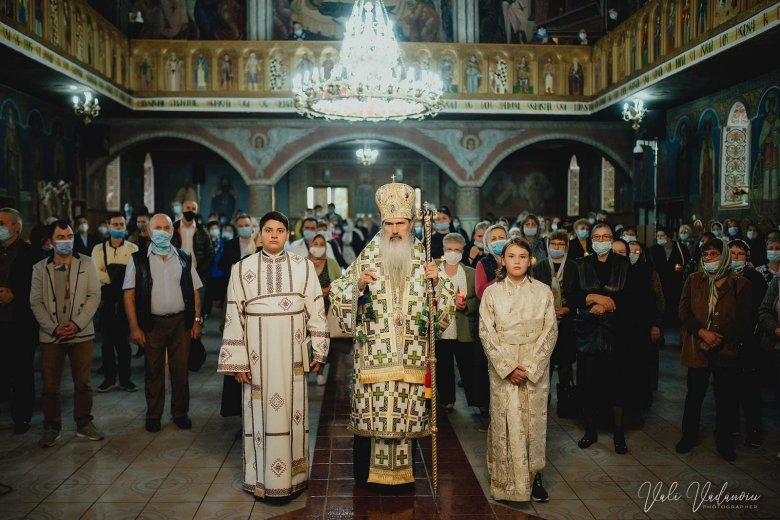 """""""Krisztus a legfőbb orvos"""", válaszolta Teodosie érsek a román ortodox egyház szóvivőjének, akit """"lelaikusozott"""""""