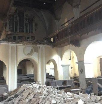 Bürokrácia miatt károsult a műemlék: beszakadt a Szeben megyei Alcina középkori templomának mennyezete