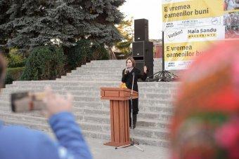 A román államfő és a miniszterelnök is gratulált Maia Sandunak, a Moldovai Köztársaság megválasztott elnökének