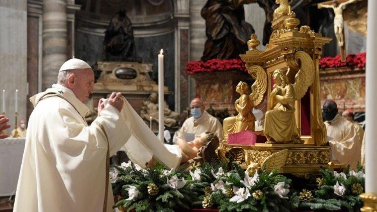 """A """"jóságban analfabéta"""" emberiséget ostorozta Ferenc pápa a szinte üres Szent Péter-bazilikában"""