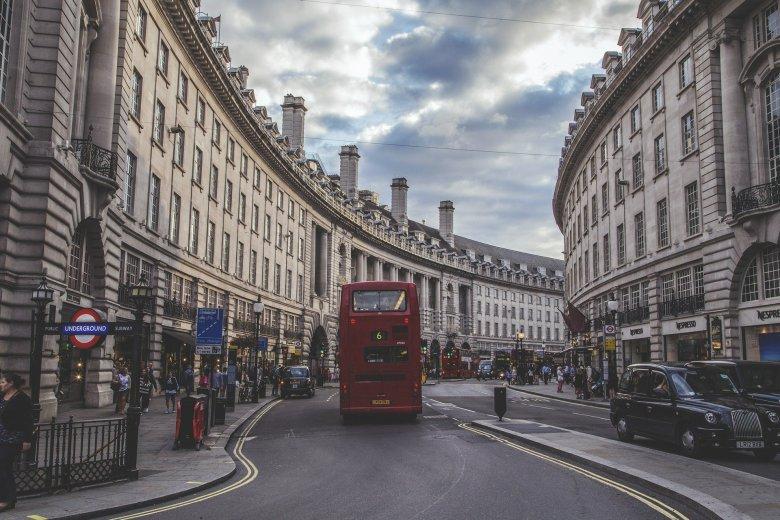 Csak írásos indoklással lehet Angliából külföldre utazni hétfőtől