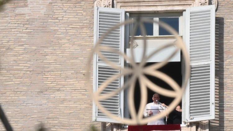 Ferenc pápa lelki megújulást sürgetett a járványhelyzetben aranyvasárnap
