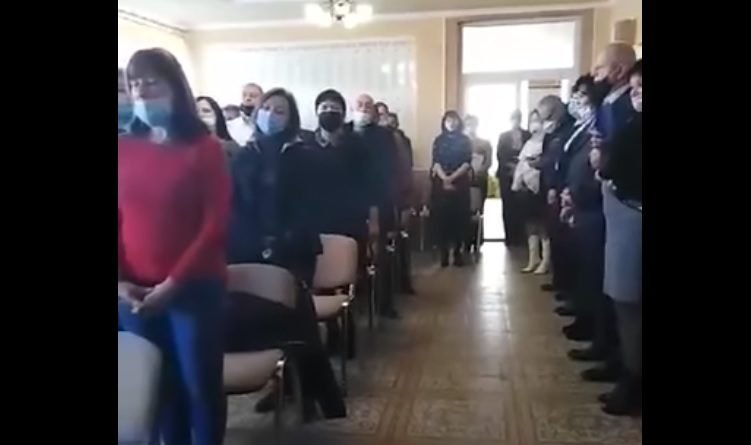 Hazaárulás címén indult büntetőeljárás a magyar himnusz eléneklése miatt kárpátaljai képviselők ellen
