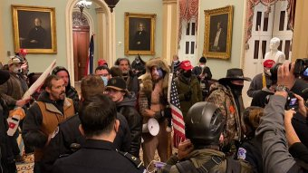 Biden nem állít fel a Capitolium elleni támadást vizsgáló bizottságot, 1,5 milliósra becsülik az anyagi károkat