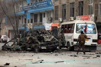 Több halálos áldozatot követeltek a Kabulban történt szimultán robbantások