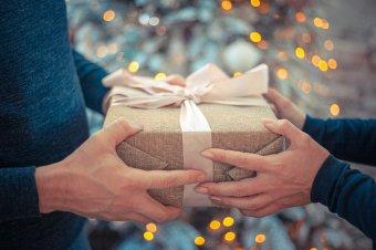Sokak karácsonyi és szilveszteri terveit húzta át a járvány, de az ajándékozás a legtöbb családban nem marad el