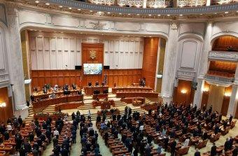 Késik a honatyák különleges nyugdíjának az eltörlése, a koalíció eljárásjogi akadályokba ütközött