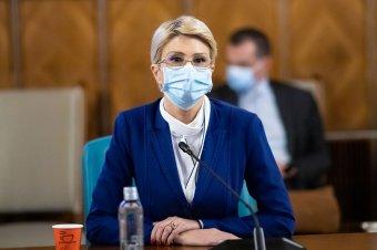 Megbírságolták a munkaügyi minisztert és a Szeben megyei tanács elnökét, mert nem viseltek maszkot
