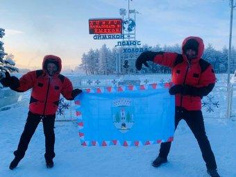 Daciával vitte el a szatmári zászlókat a Föld leghidegebb településére a magyar házaspár