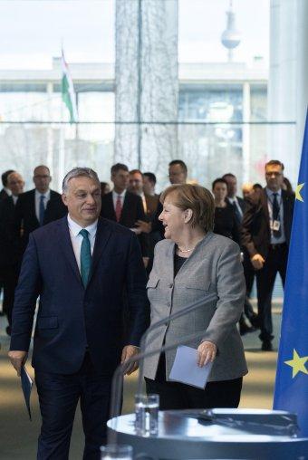 A magyar gazdaság teljesítményét dicséri Angela Merkel német kancellár