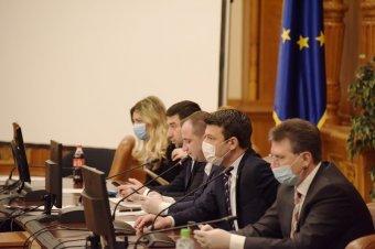 """A képviselői """"távmunkát"""" lehetővé tevő javaslatokat fogadtak el a parlamentben"""