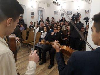 Szórványmentők identitásápoló szolgáltatása – Szamosújváron tanácskoztak az erdélyi Petőfi-ösztöndíjasok