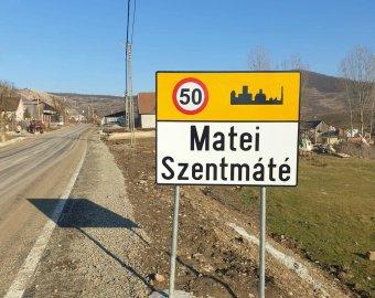 Kétnyelvű helységnévtáblákat helyeztek ki Beszterce-Naszód megyében