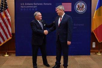 A román állampolgároknak még várniuk kell az amerikai vízummentességre
