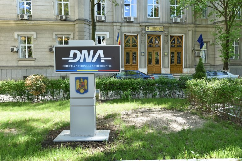 Beidézte a korrupcióellenes ügyészség a 800000 eurónyi kenőpénz elfogadásával gyanúsított Tăriceanut