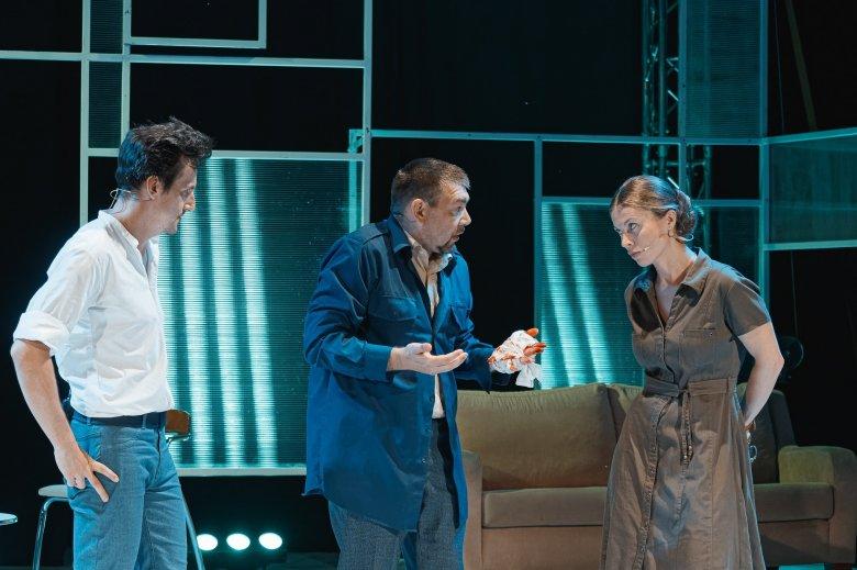 Zamatos életszeletek: a Főnixtervet vitte színre élőben a nagyváradi Szigligeti Színház