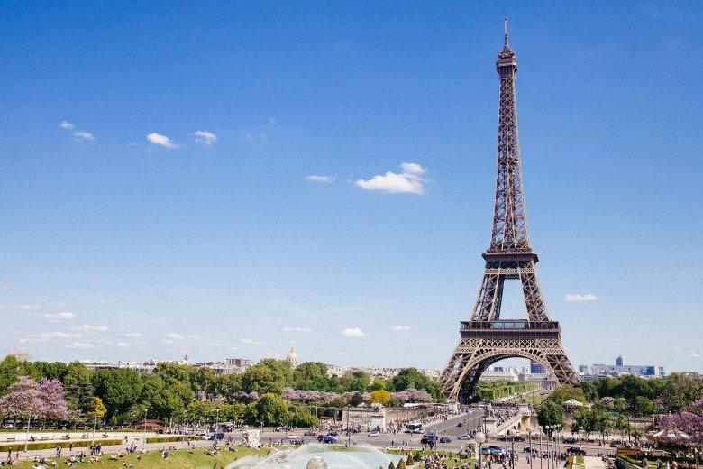 Franciaországban a lakosság több mint fele megkapta legalább az első oltást, feloldották a korlátozásokat