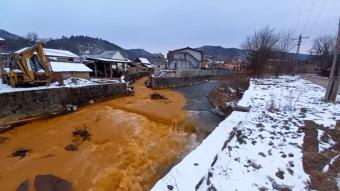 Még a baleset után sem intézkedett, 120 ezer lejes bírságot kapott a folyószennyezést okozó cég