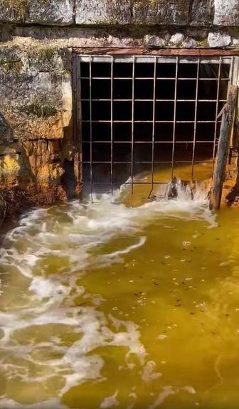Tovább szivárog a nehézfémeket tartalmazó bányavíz a Máramaros megyei tárnából – VIDEÓVAL