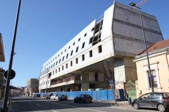 Városképromboló betonmonstrum borzolja a kedélyeket Kolozsváron