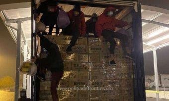 Tizennégy migráns próbált meg illegálisan átjutni Magyarországra, az egyik csoportot a kamionsofőr buktatta le