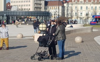 Kevés a munkavállaló, anyagilag ösztönözné a kismamák visszatérését a kormány