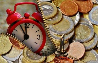 Egy éven belül meghaladja az 5 lejt az euró árfolyama, nőnek az árak és a banki kamatok az elemzők szerint
