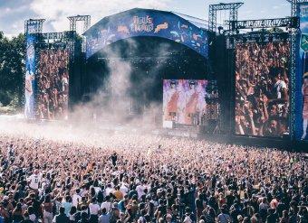 Megtarthatók a nyári fesztiválok Franciaországban, de maximum ötezer fős, ülő közönség előtt