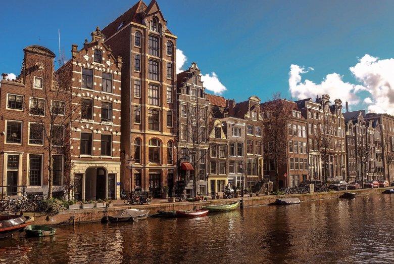 Lazításokat vezetnek be a közel 80 százalékos átoltottsággal büszkélkedő Hollandiában