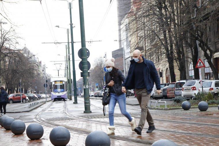 Közel 50 település lett vörös zóna egyetlen nap alatt, Bukarest is – Kijárási tilalom hétvégén éjjelente Temesváron
