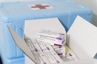 Életmentő adomány: Franciaország 10 millió adag vakcinát küld afrikai országoknak