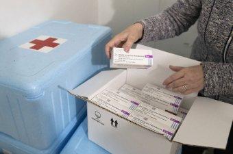 Több mint félmillió adag koronavírus elleni oltóanyagot küld Egyiptomba a román kormány