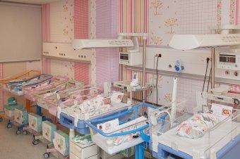 Négyes ikreket szült egy Covid-19-cel diagnosztizált jászvásári nő