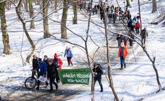 Több százan meneteltek a kolozsvári Hója-erdő megmentéséért, megbüntetik a szervezőt