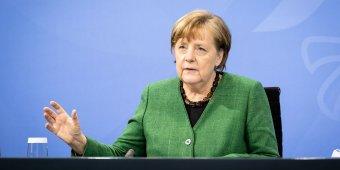 Tapssal búcsúztatták Angela Merkel német kancellárt a brüsszeli csúcstalálkozón