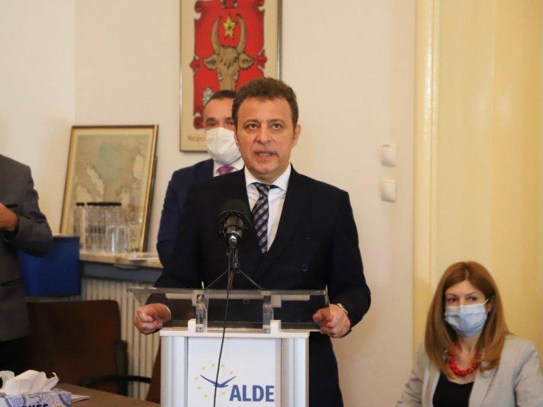 Az ALDE Daniel Olteanu vezetésével jutna vissza a parlamentbe