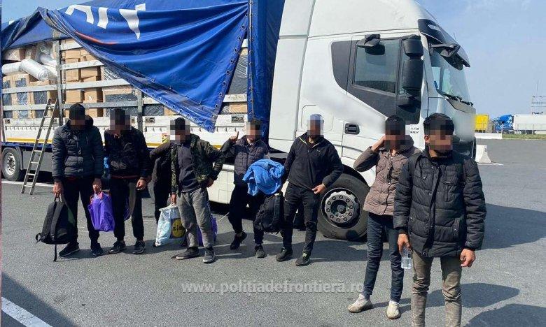 Kamionba bújva, gyalog próbáltak Magyarországra jutni migránsok Arad megyében