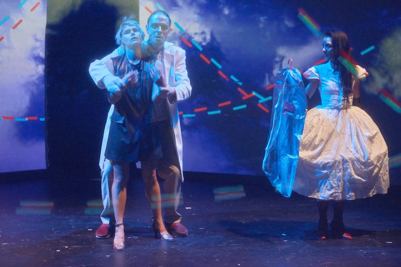 Ismét várja a nézőket a kolozsvári színház, bemutatót is terveznek májusra