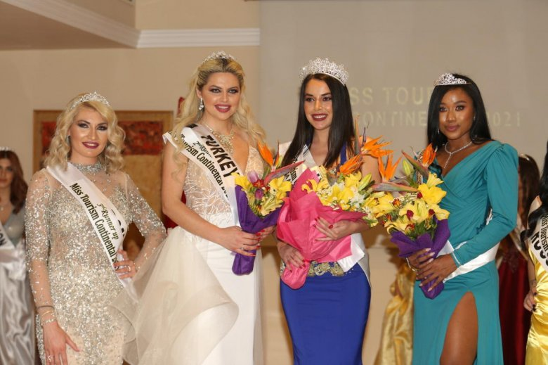 Megkoronázták a gyimesi szépséget: nemzetközi versenyen győzött Blága Tünde