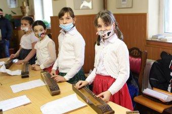 A magyar hagyományok és értékek tiszteletére neveli a tasnádi gyerekeket az Ady-Kölcsey Kulturális Egyesület