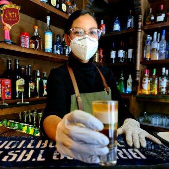 Franciaországban stabilizálódik a járványhelyzet, Angliában jövő héten nyitnak a boltok és a teraszok