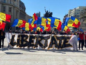 Ismét utcára vonultak Bukarestben a járványügyi korlátozások miatt