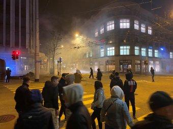 Gumilövedékekkel, vízágyúval oszlatták a korlátozások ellen utcára kivonult tömeget Svájcban