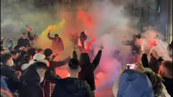 Csaknem kéttucatnyi személyt előállítottak a korlátozásellenes tüntetéseket követő házkutatások során