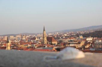 Újabb fertőzöttségi szintet lépett Kolozsvár, de csütörtökön még nem jönnek szigorúbb korlátozások