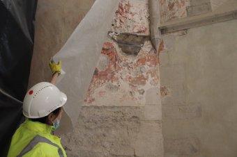 """Felfedik a kolozsvári Szent Mihály-templom """"titkait"""" – A szentélyben folytatódik a főtéri műemlék épület felújítása"""